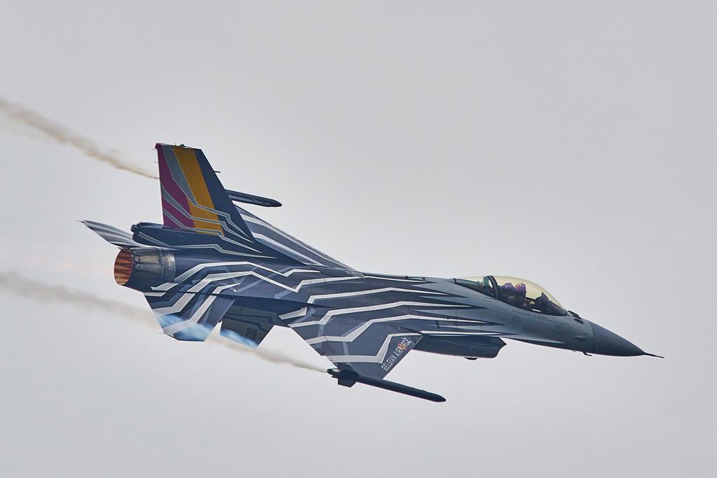 F-16 by Konrad22