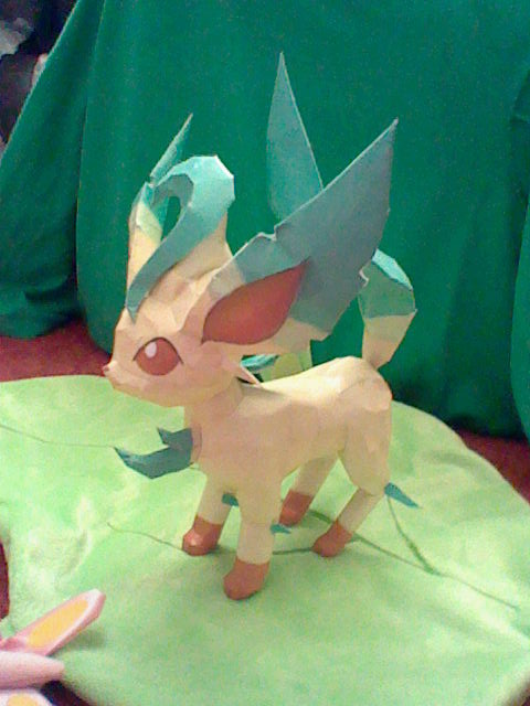 Leafeon Papercraft by PrincessStacie