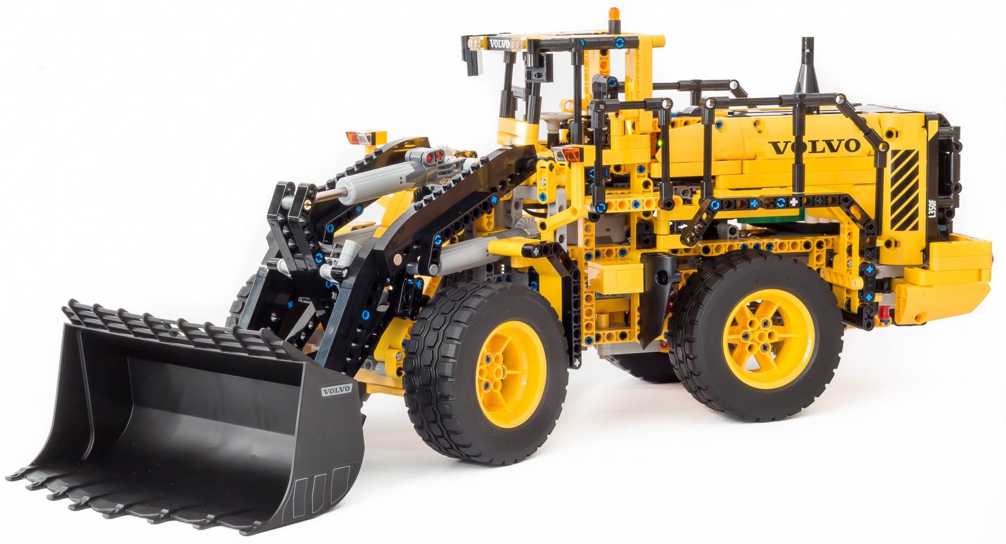 lego technic 42030 volvo l350f front end loader by. Black Bedroom Furniture Sets. Home Design Ideas