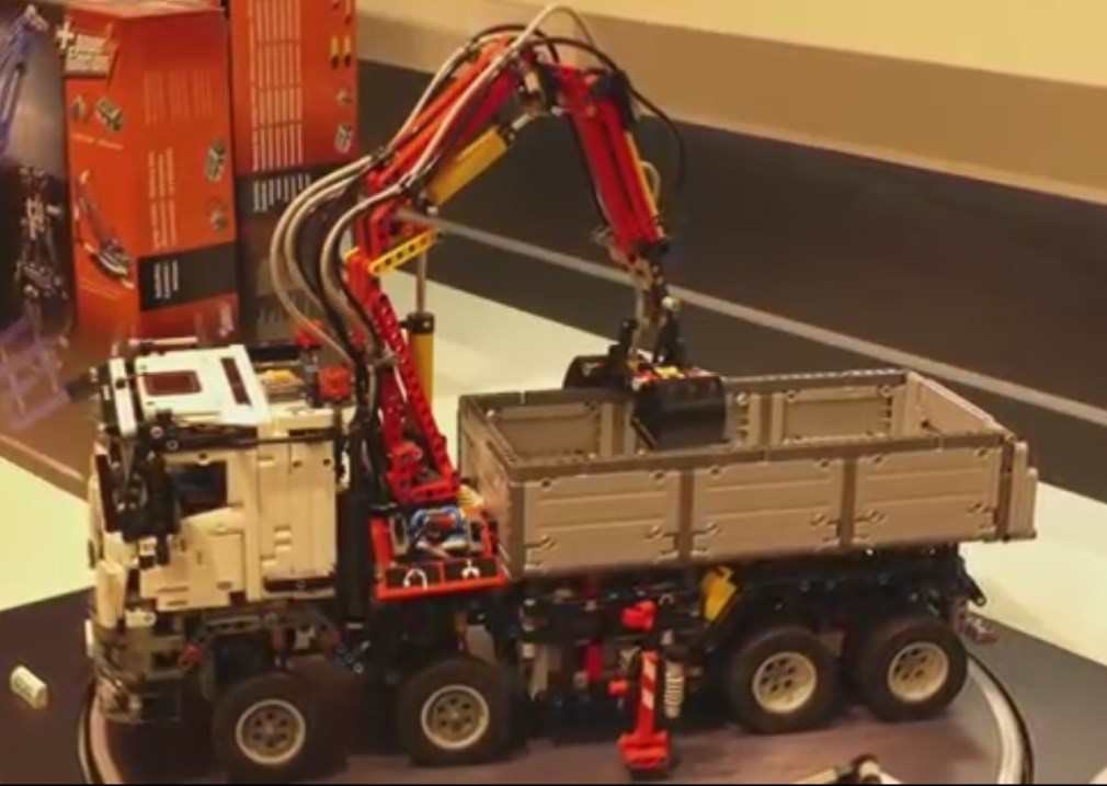 Lego technic 42043 mercedes benz arocs by for Lego technic 42043 mercedes benz arocs 3245 truck