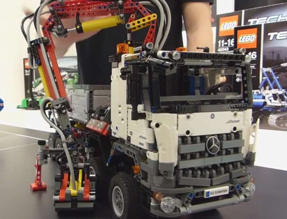 LEGO Technic - 42043 Mercedes Benz Arocs by ryanthescooterguy