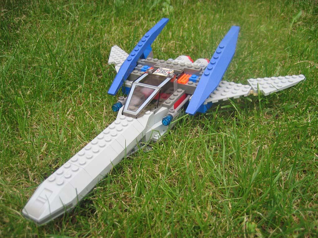 Lego Arwing by SpeedytheHedgehog