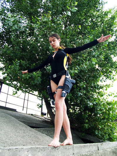 http://fc06.deviantart.net/fs70/i/2014/147/c/b/lara_croft_wetsuit___balancing_by_tanyacroft-d298u23.jpg