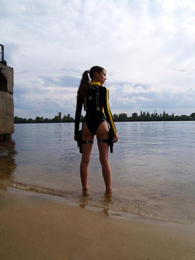 Lara Croft wetsuit - Posture by TanyaCroft