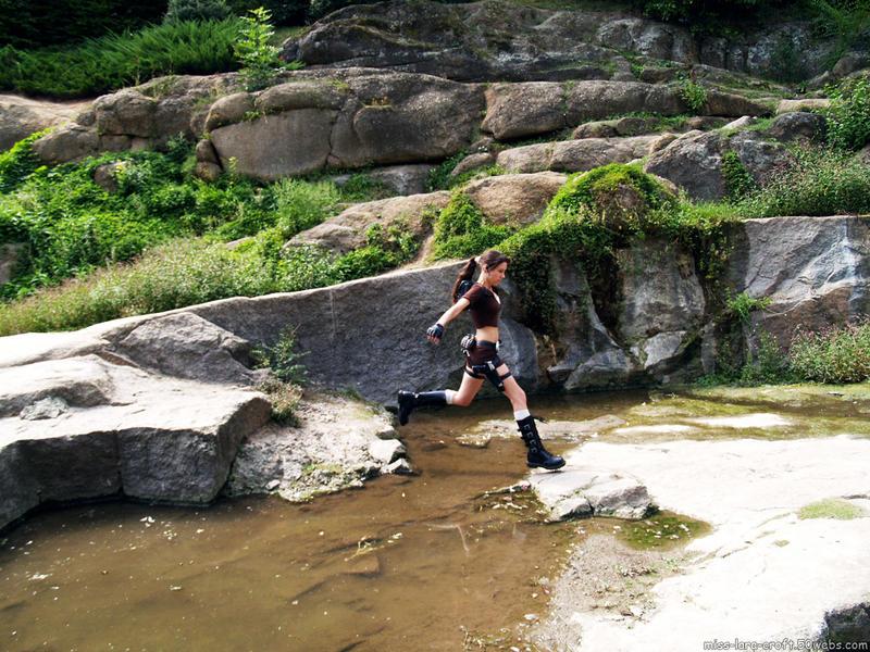 Lara Croft - jumping by TanyaCroft