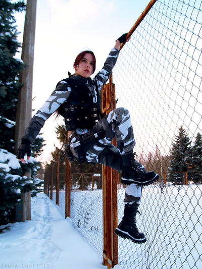 Lara Croft on a fence by TanyaCroft