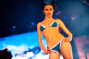 Miss Gamer 2: Bikini-defile6