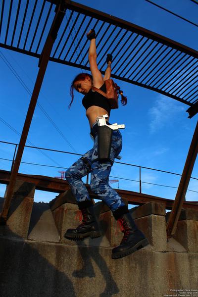 Lara Croft - climbing