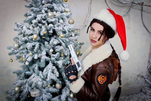 Christmas Lara Croft cosplay - fir-tree