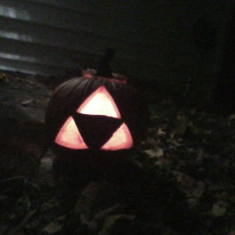 Triforce Pumpkin by Sutiiven-no-Okami
