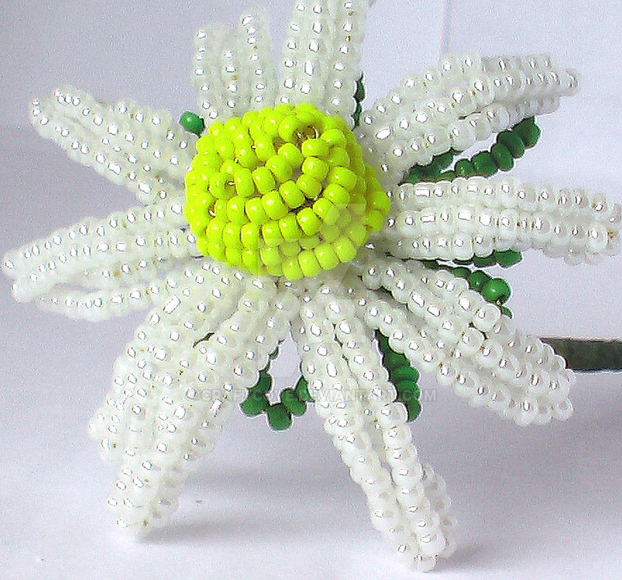 Beaded Daisy by Craftcove
