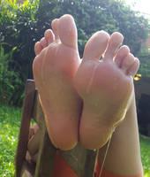Honey on my soles by lightxyz