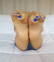 Blue Toe Nails by lightxyz