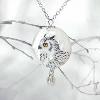 Snowy owl by LunarFerns