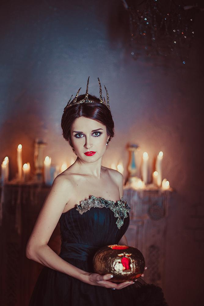 Queen of Darkness by anettfrozen