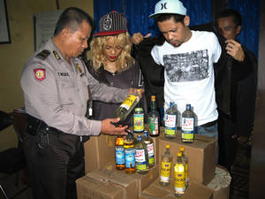 Rihanna Caught by Indonesian Police
