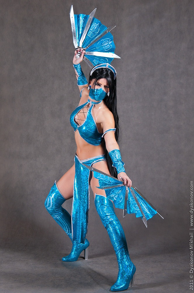 Cosplay Models That Were Unbelievably Hot When Playing