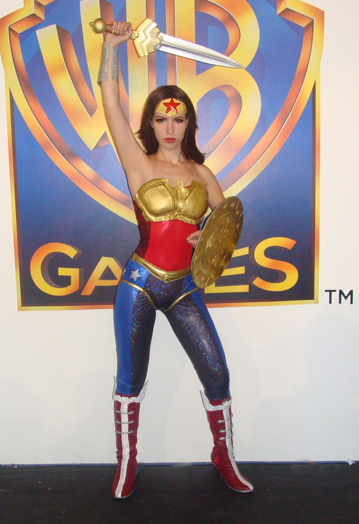 Injustice WW cosplay on Gamescom 2012 by Nemu013