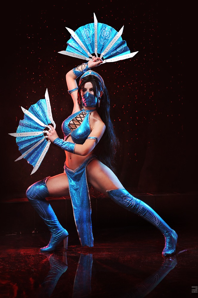 Kitana Mortal Kombat cosplay by Nemu013