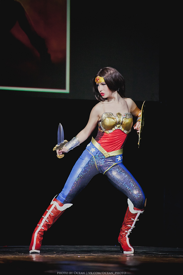 cosplay Wonder Woman  injustice by Nemu013