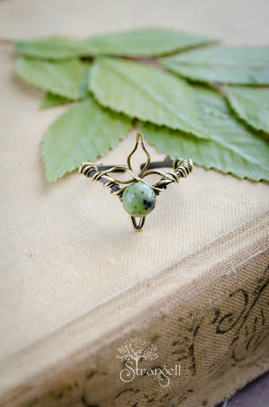 Brass ring with jade by Strangell