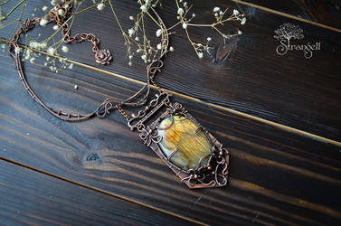 Copper necklace with gold labradorite by Strangell