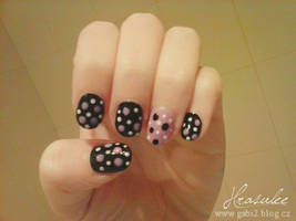 Black dotted nail design by Hrasulee