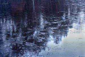 Frozen lake by Hrasulee