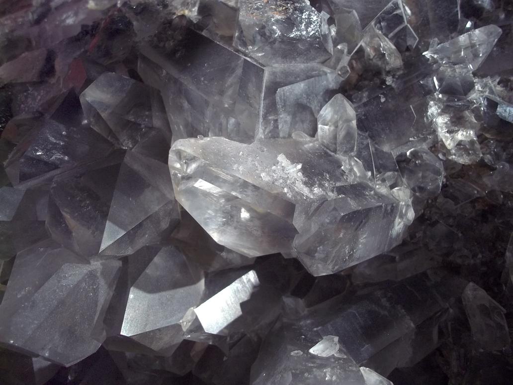 Royal Ontario Museum - Quartz by Ammoniite