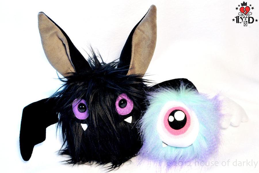 Hawking the Bat and Baby Hairy Eyeball: BFFs by brokensymphony