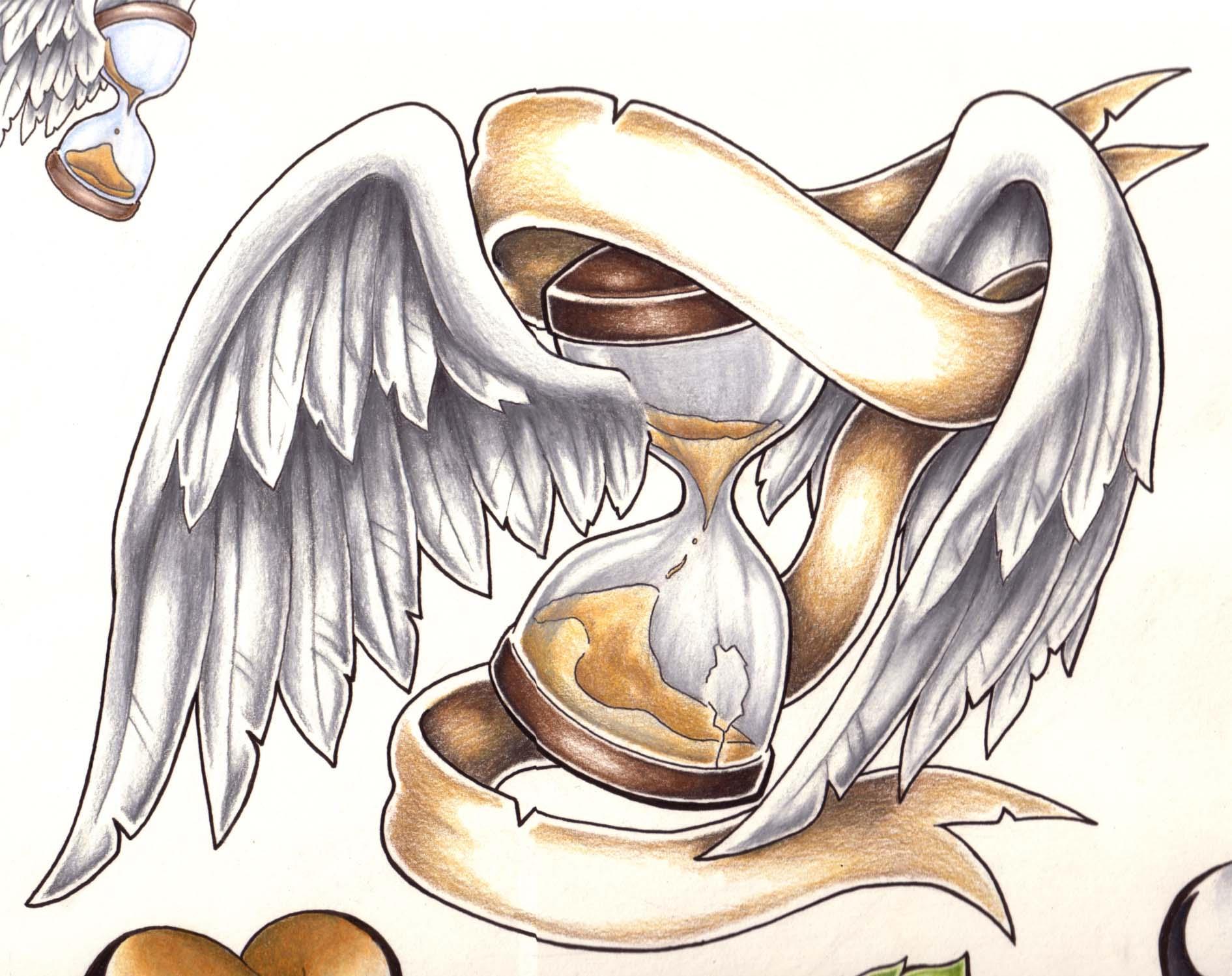 Крылья с песочными часами тату