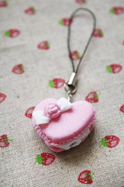 Pink heart macaroon by li-sa