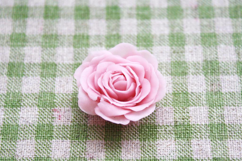Cold Porcelain Rose by li-sa