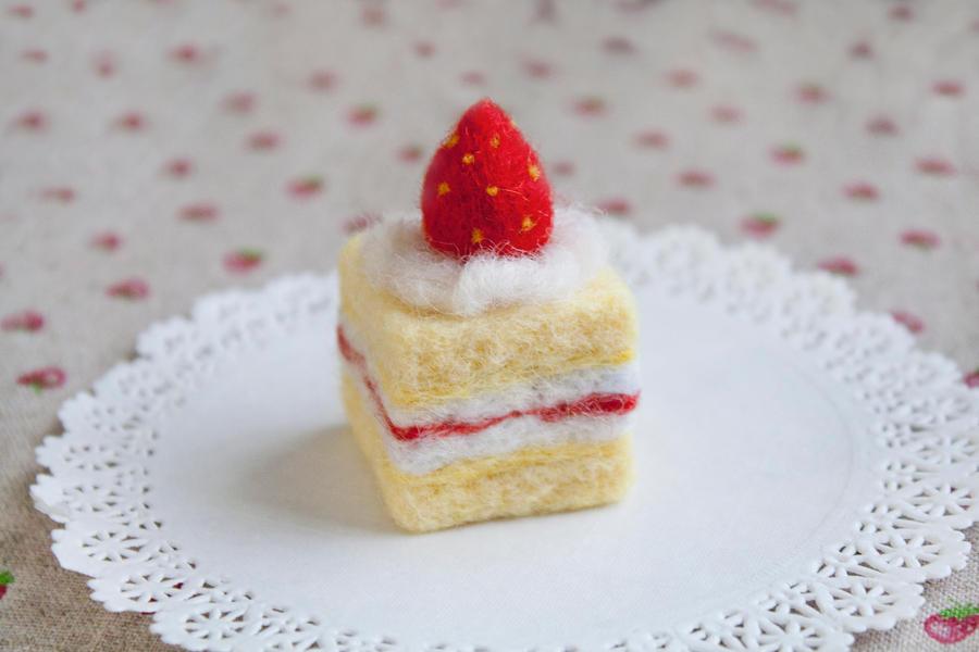 Strawberry Shortcake Needle Felt by li-sa