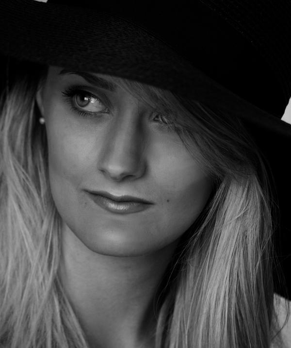 Die Frauen 2- Womanhood by CourtneyWalsh