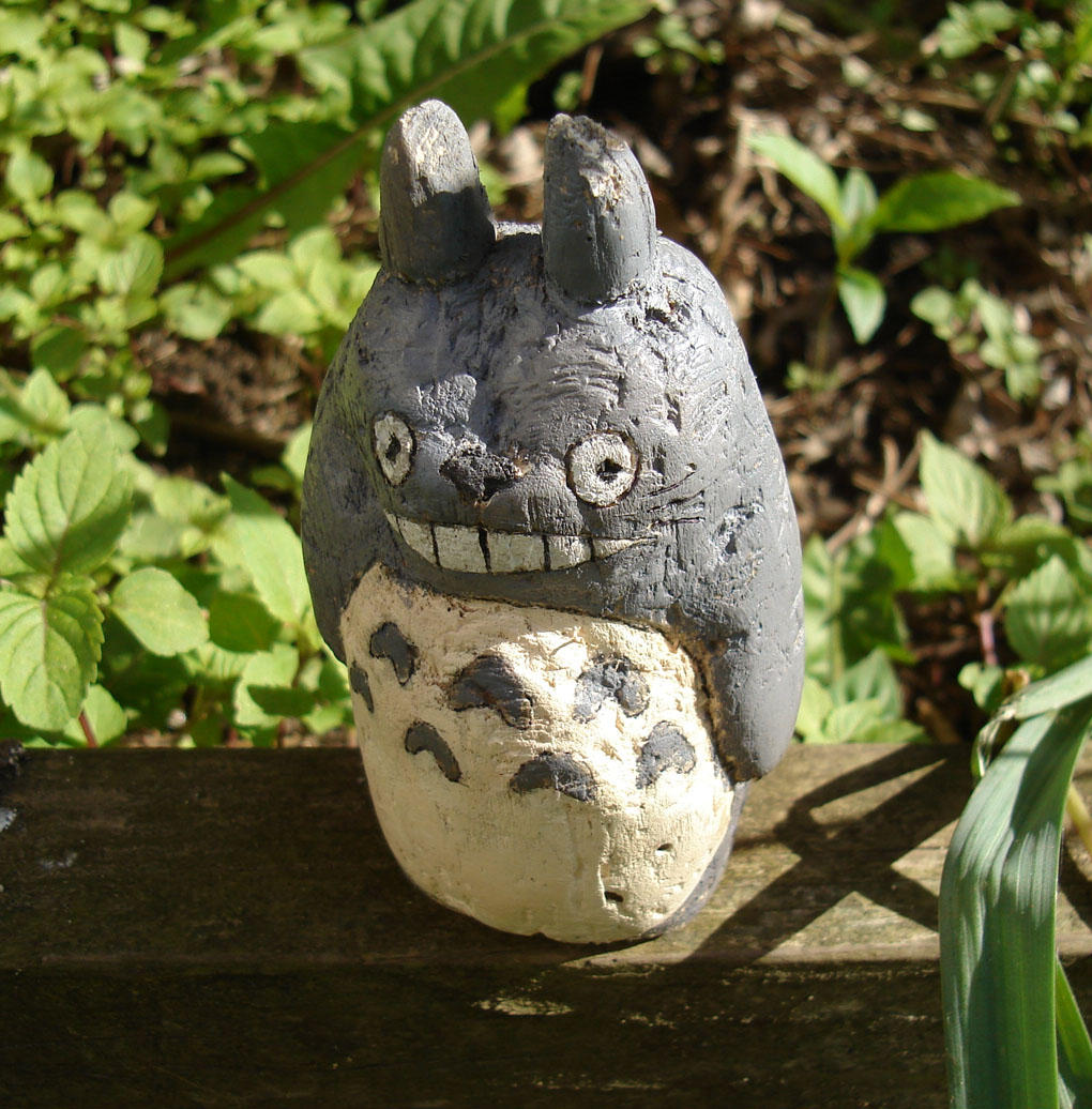 Totoro wood carving by alanbecker