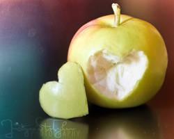 apple heart by JustynaStolyhwo