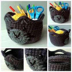 Crocheted cat basket by Sefi
