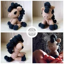 Crocheted amigurumi pony by Sefi