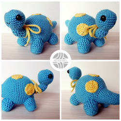 Crocheted blue dinosaur amigurumi by Sefi