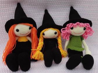 Smallish Witch Free Crochet Pattern | 250x336