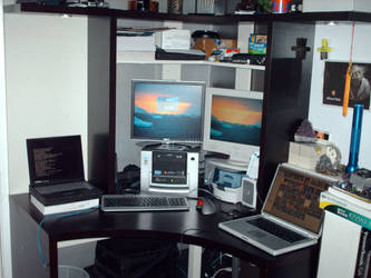 My desk by Temetka