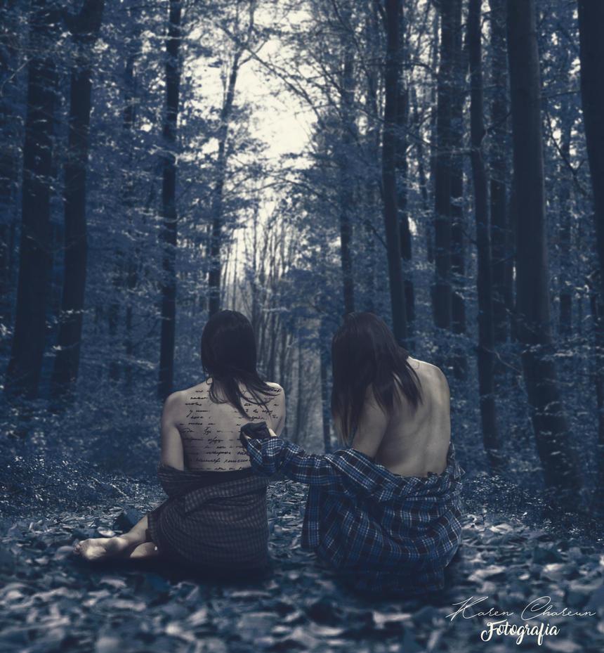 En Medio Del Bosque Azul Oscuro by Kathechareun