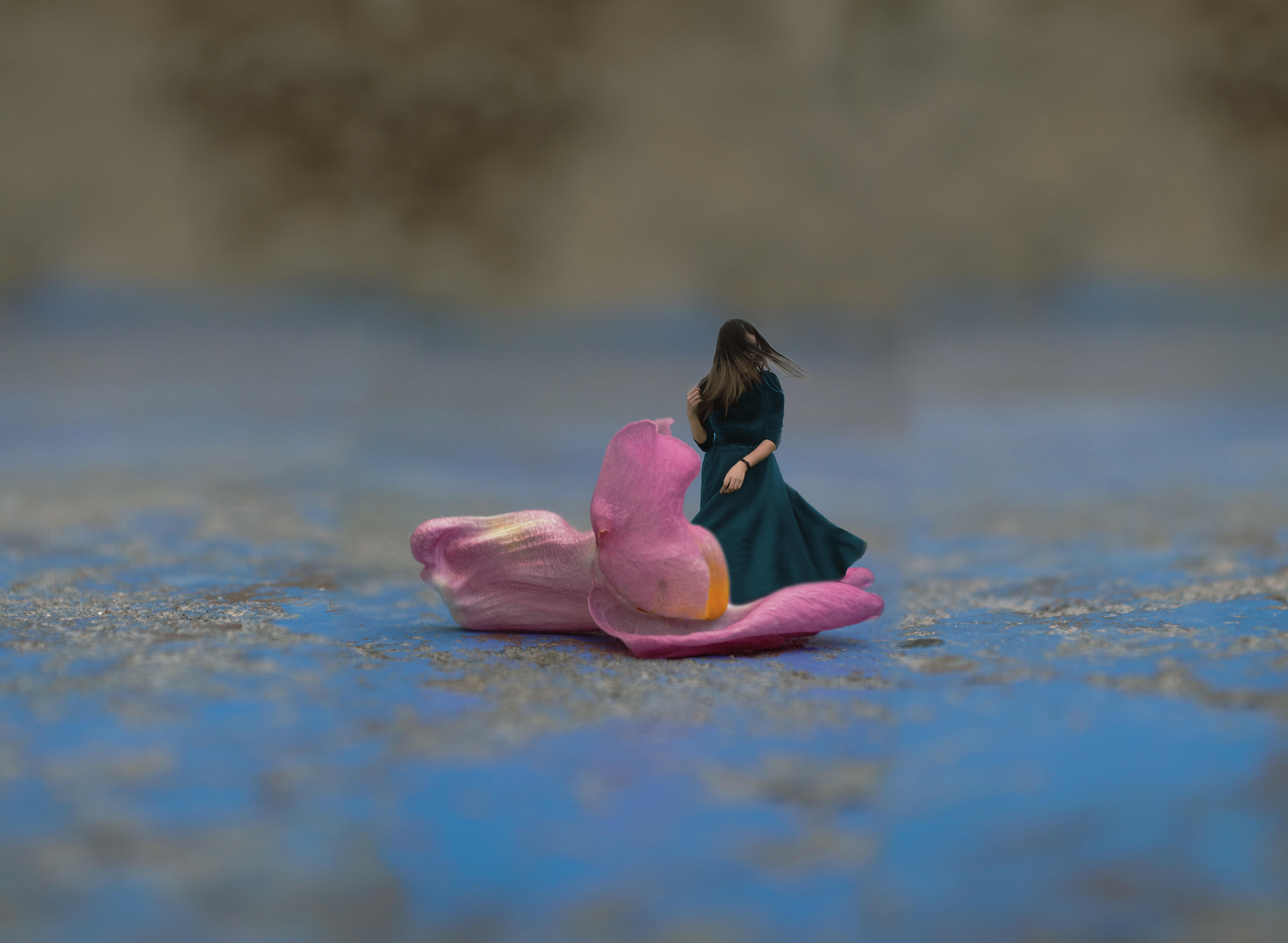 Flotando en flores by Kathechareun