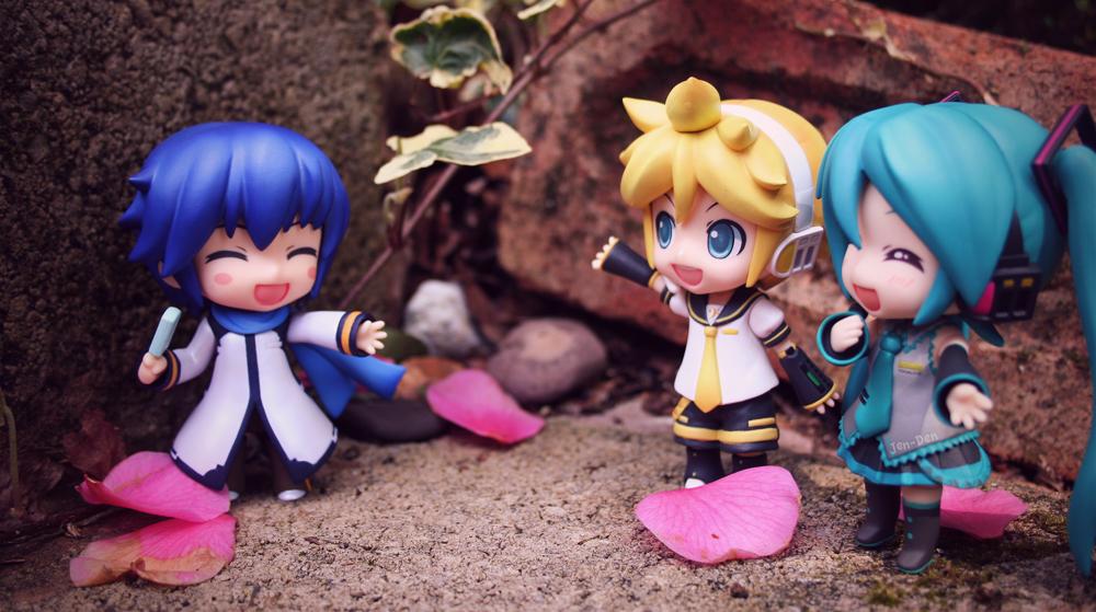 Miku and Len Meet Kaito by jen-den1
