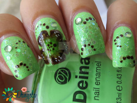 Green manicure with Fall One stroke flower