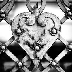 Iron heart by leoatelier