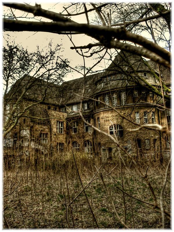 Kinderkrankenhaus Weissensee by Karakuji