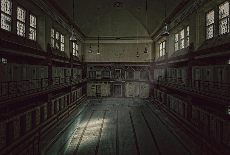 eerie silence by Karakuji