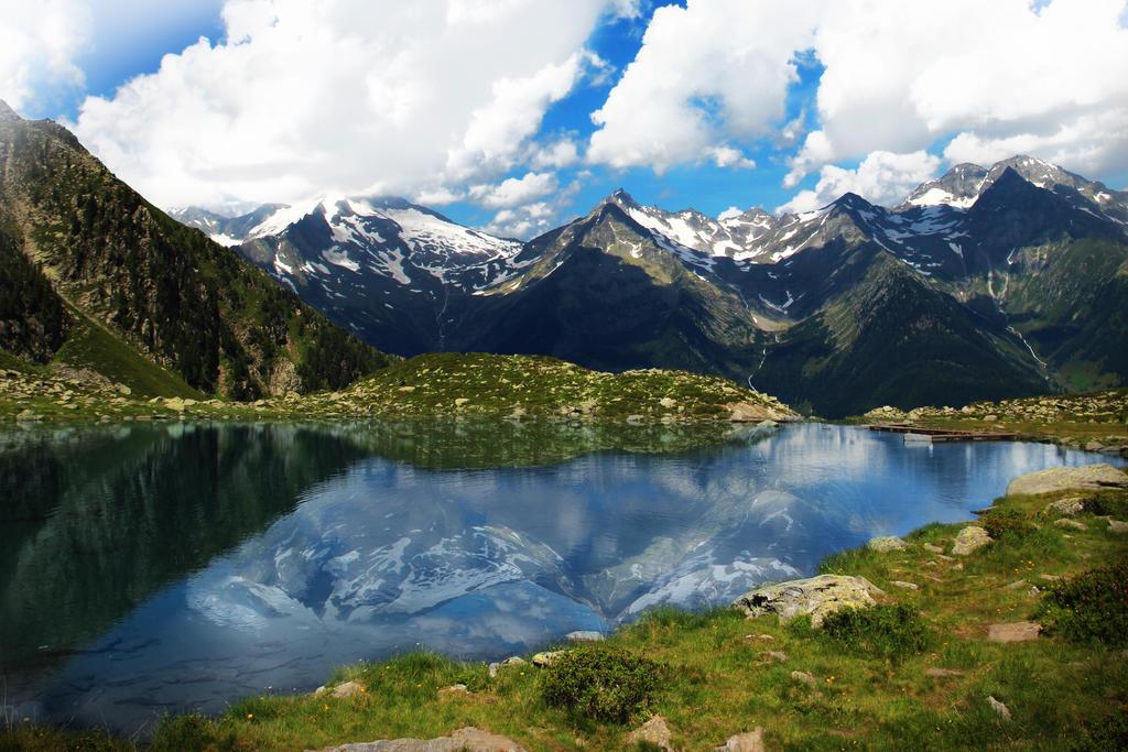 Lake Mountain by hutzimbl